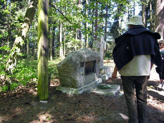 kamień i krzyż