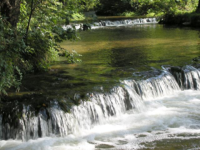 zbliżenie wodospadów