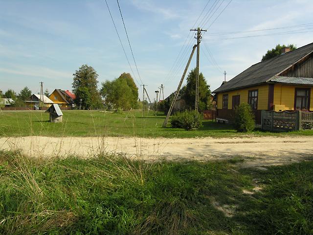 w Kunkach w lewo k. starej studni